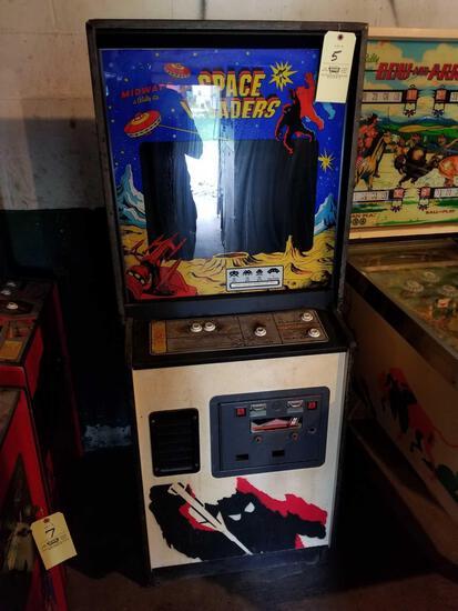Midways Space Invaders arcade machine, no key