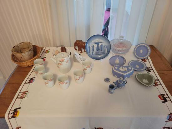 Oriental tea set, wedgewood plates, miniature teapot, covered piece, animal figures, glassware