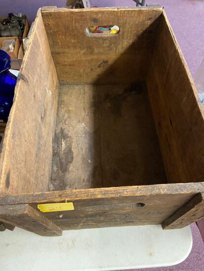 Vintage Saegertown ginger ale crate