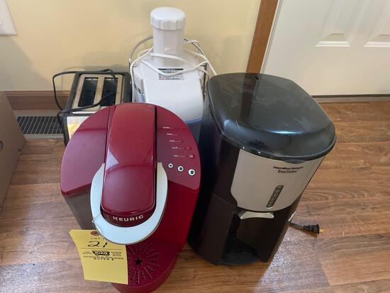 Toaster, keurig, Hamilton beach brew station, food chopper