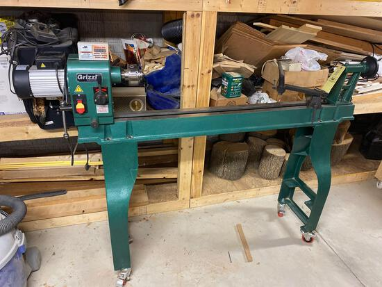 Grizzly model G0462 variable speed wood lathe