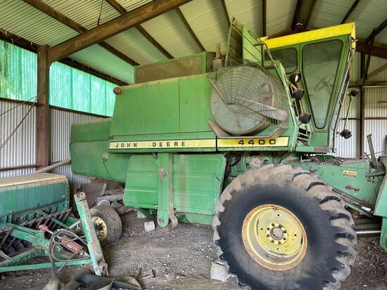 John Deere 4400 combine