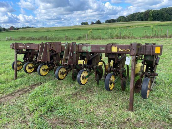 John Deere 3pt 8row narrow mod 855 cultivator