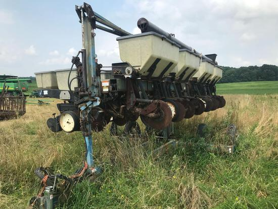 Kinze mod 2500 8row narrow corn planter