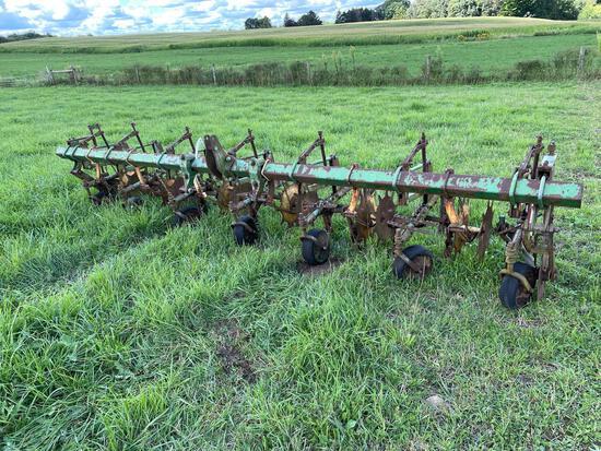John Deere 3pt mod 6 row narrow cultivator