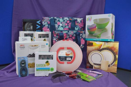 This item is for the party planner! It includes various outdoor picnic/party supplies