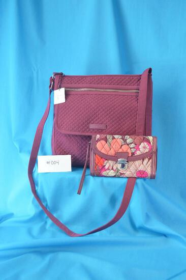 Vera Bradley Iconic Mailbag in Hawthorne Rose quilted fabric