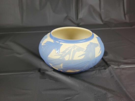 1999 913106 Horse scene cnr cut back Pilgrim glass signed by artist, 7 inches diameter