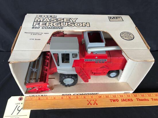 Ertl Massey Ferguson 850 combine 1/16 scale