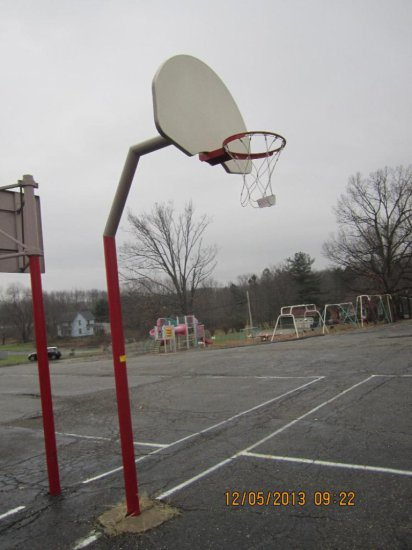 Outdoor Basketball Hoop w/Pole