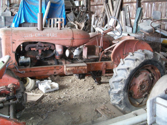Allis-Chalmers WD 45 tractor narrow front, with 12.4-28 rears