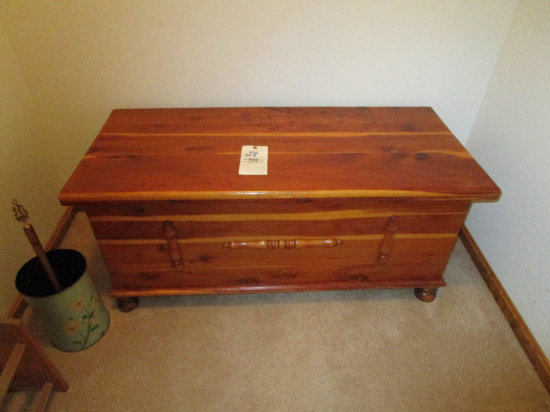 Lift Top Blanket Chest with blankets
