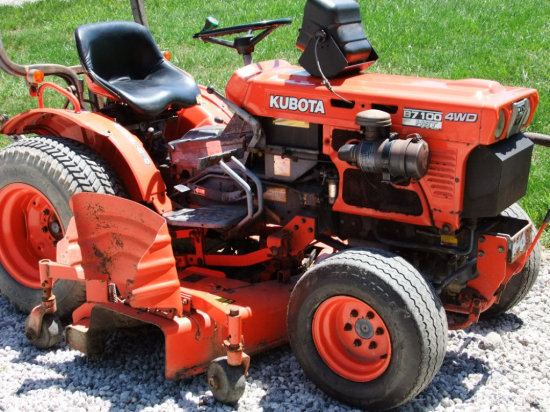 """Kubota B7 100 Lawn Tractor with 60"""" Deck"""