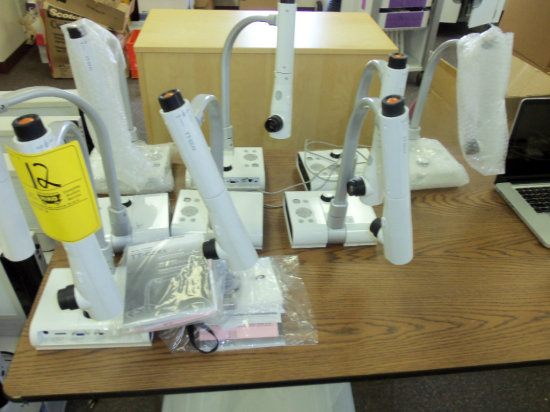 9 Elmo Document Camera TT-02 RX (Projectors)