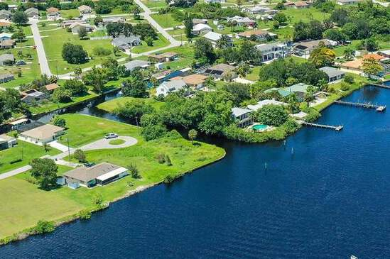 A Stone's Throw Away from the Peace River In Charlotte County, FL!