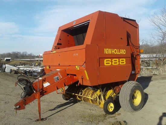 688 New Holland Round Baler