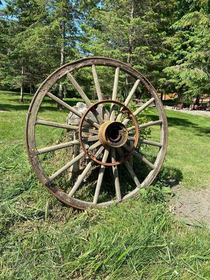 Wood wagon wheel