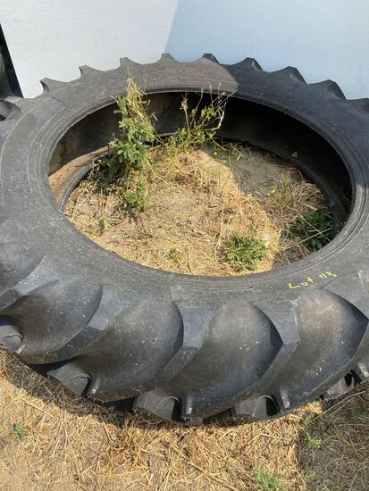 Tractor tire 13.9-36