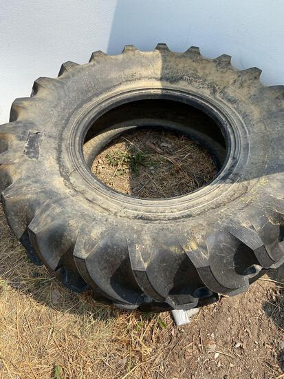 Tractor tire 16.9-14
