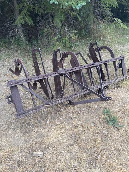 3 point 3 row cultivator