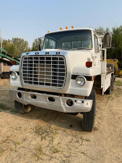 Ford 800 custom Cab boom truck with downrigger