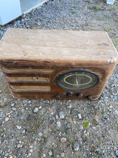 Battery operated SuperHeterodyne AirMaster vintage radio