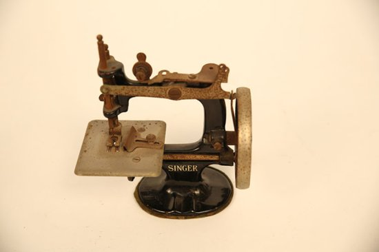 Miniature Sewing Machine Singe Auctions Online Proxibid Best Miniature Singer Sewing Machine