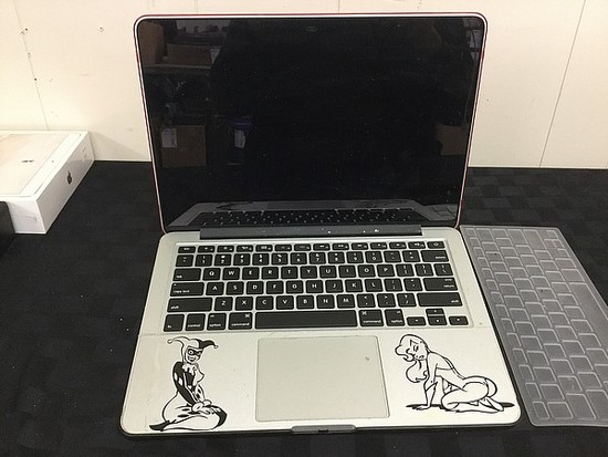 MacBook Pro hard drive possibly remove Possibly locked, no charger, some scratches