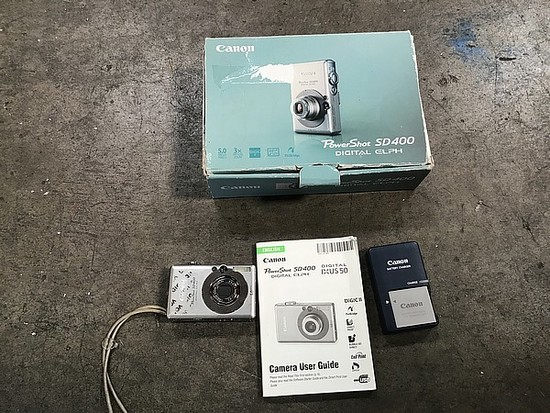 Canon powershot SD400 digital camera