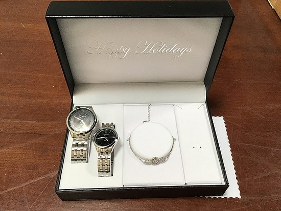 His and hers watches with bracelet in box