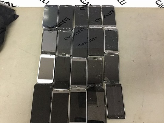 20 Samsung cellphones, some damage Possibly locked, no chargers,