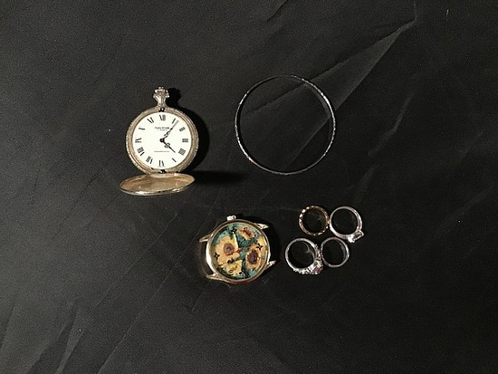 Two watches, 1 bracelet and 4 rings