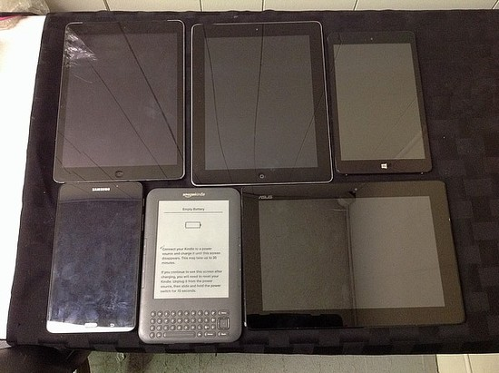 Tablets possibly locked, no chargers, some damage Samsung, Amazon, ASUS, CHUWI, IPAD A1395 A1475