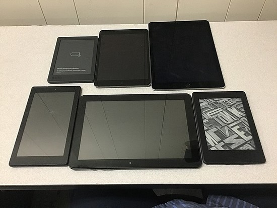 Tablets possibly locked no chargers iPad A1489 A1566, Amazon kindle