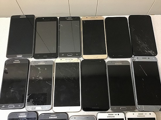 17 Samsung, possibly locked, some damage, Unknown activation status