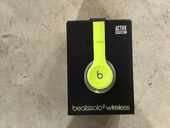 Beats Solo2 witeless headphones