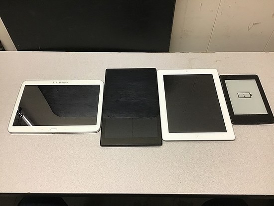 Tablets Samsung, Amazon, iPad A1460 Possibly locked, some damage, no chargers