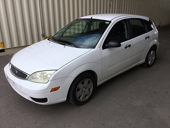 2006 Ford Focus 4-Door Hatch Back WITH KEY, RUNS AND DRIVES