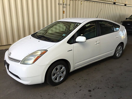 2007 Toyota Prius Hybrid 4-Door Sedan RUNS AND DRIVES, BODY DAMAGE