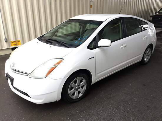 2007 Toyota Prius Hybrid 4-Door Sedan WITH KEY, RUNS AND DRIVES