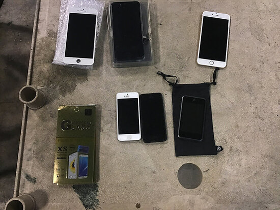 3 cell phones Used