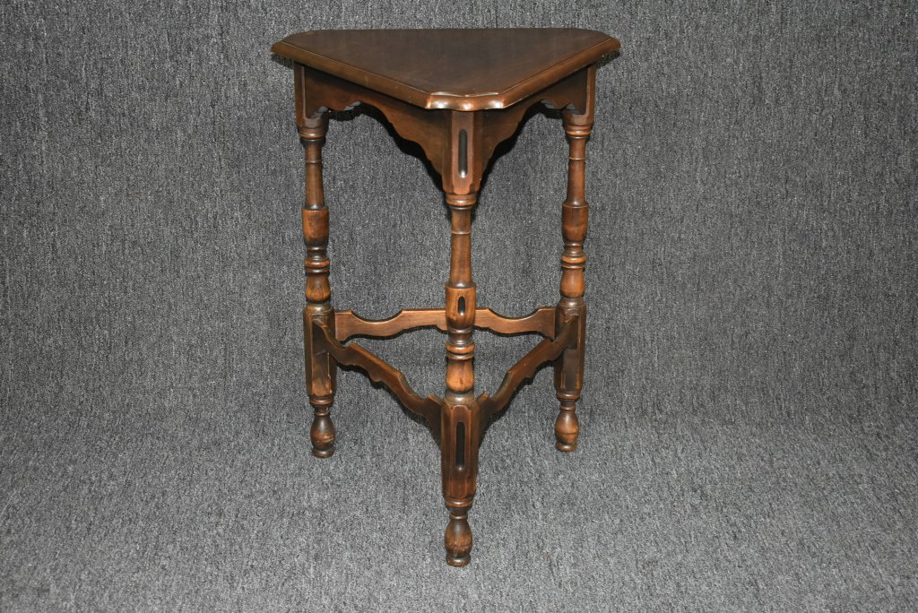 Vintage Kittinger End Table