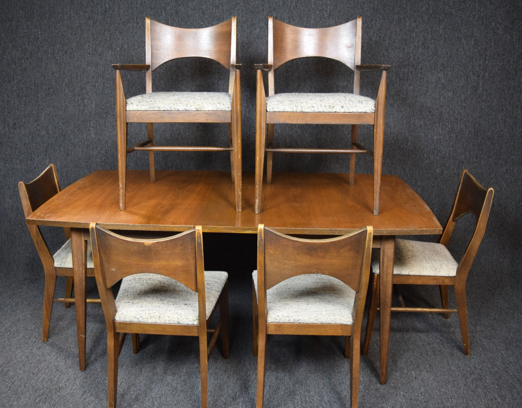Mid Century Modern Table With 7 Chairs