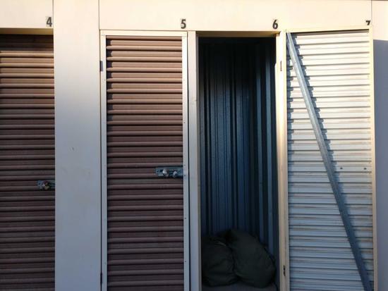 Entire Contents Of X 4ft X 4ft Storage Unit Door Number 43-b6