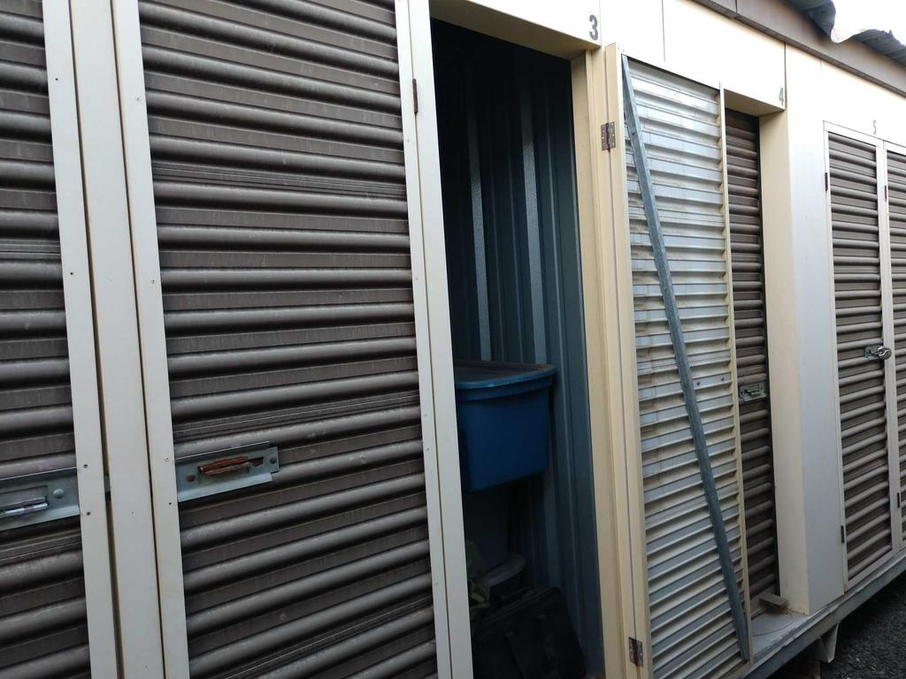 Entire Contents Of X 4ft X 4ft Storage Unit Door Number 23-b3