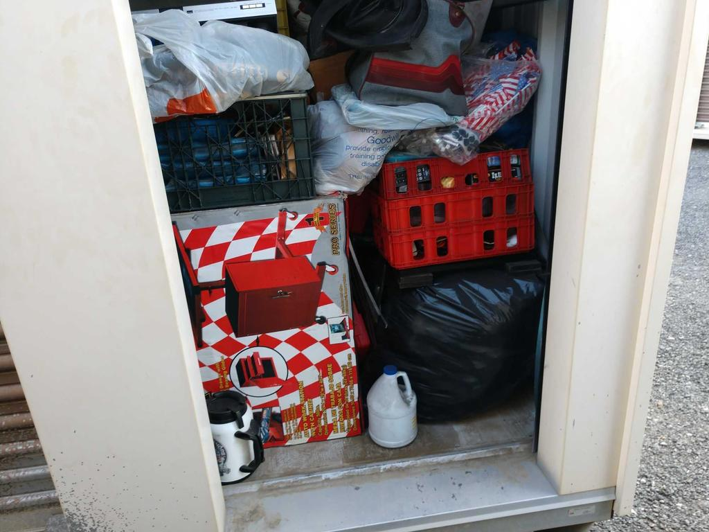 Entire Contents Of X 4ft X 8ft Storage Unit Door Number 43-a5
