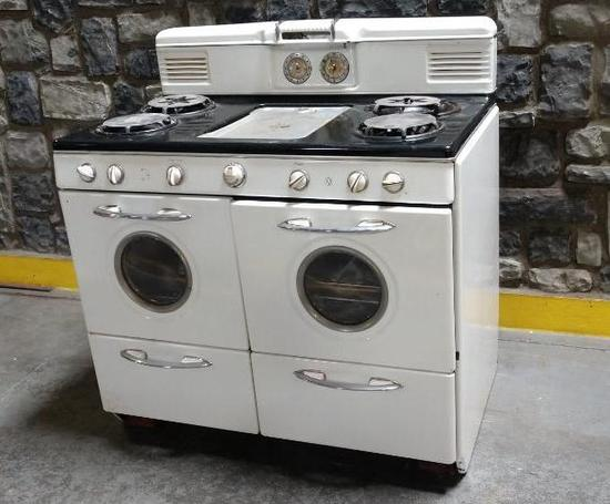 Vintage Western Holly Gas Porcelain Stove