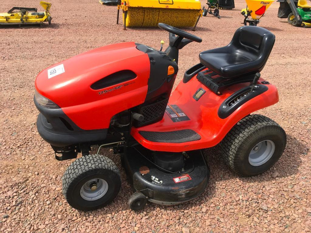 John Deere Scotts Lawn Tractor 17 5 Hp Gas Engine 42in Deck Automatic Trans 615 Hours S N Heavy Construction Equipment Light Equipment Support Landscape Commercial Lawncare Commercial Mowers Garden Tractors
