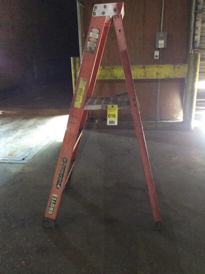 Louisville 5' fiberglass ladder.