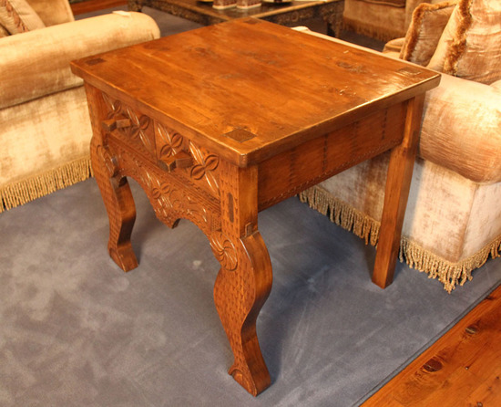 Decorator Cottage Style Side Table